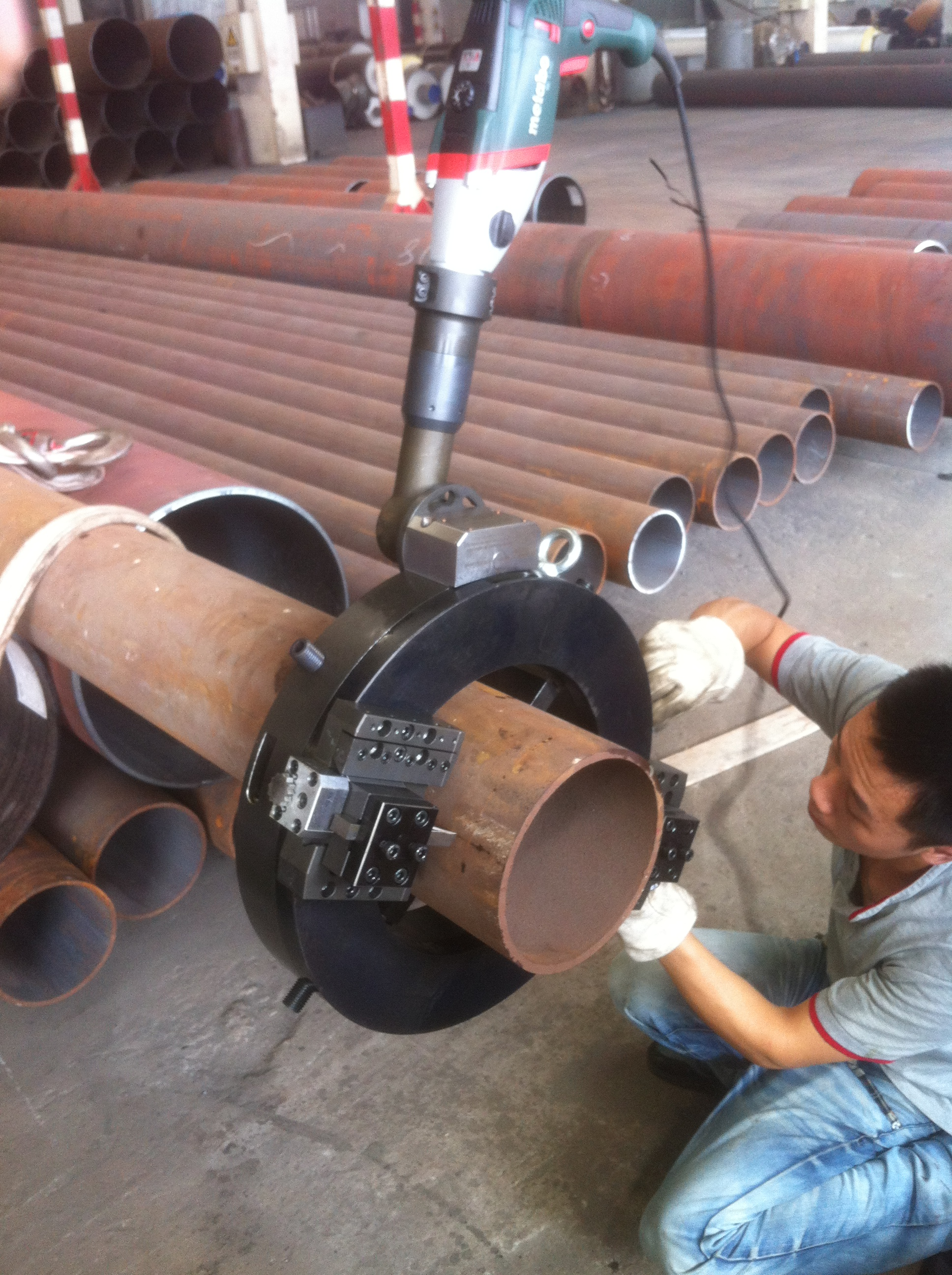 Externally Mounted CNC Pipe Cutting And Beveling Machine